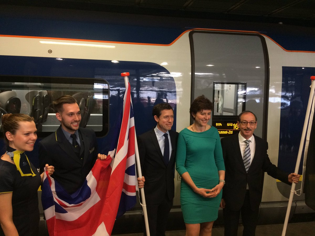 Eurostar chief executive Nicolas Petrovic greets the #e320 train as it debuts in Brussels this morning #eurostar https://t.co/Z6xFYTVoCk