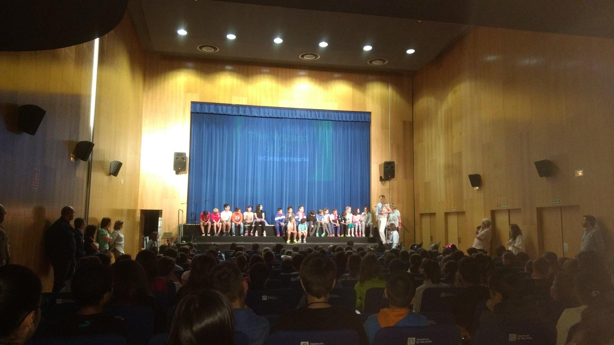 El verdadero espíritu #eTwinning vivir la experiencia en otra cultura. Los alumnos de @HTPDSchool vuelven a @colsangregorio #twinmooc https://t.co/c5yvqKShNq