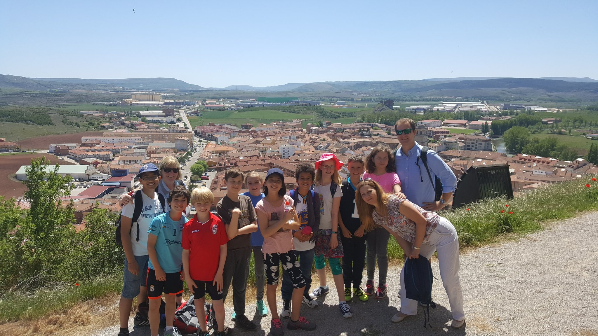 Our Year 6 students enjoying the beautiful sunshine on our exchange with @colsangregorio https://t.co/c0lW1O564H