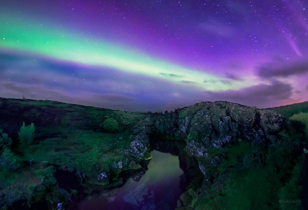 オーロラ、氷河、滝、虹にあふれた島。ファンタジーの世界に迷い込んだかのよう。(2013年アイスランドにて撮影) pic.twitter.com/P8FOXtF5fI