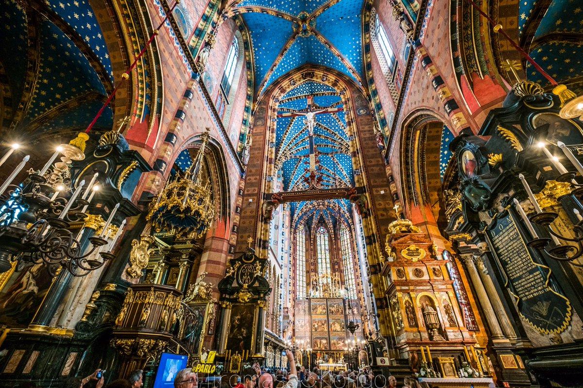 ポーランド🇵🇱で最も美しい教会に来てみたけど、もはや人間界の建物じゃなかった件…。