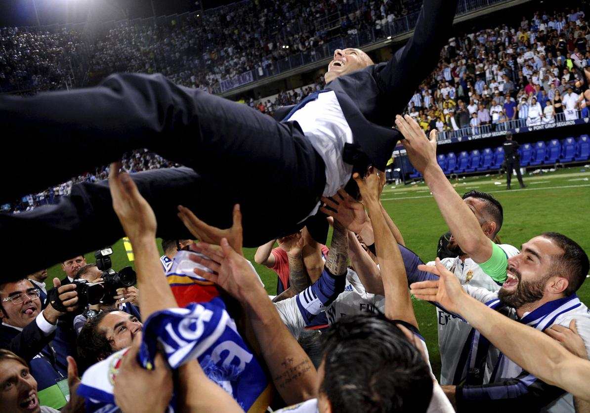 VIDEO | #Zidane gets champagne soaking after #RealMadrid title win   http:// read.ht/BZRz  &nbsp;  <br>http://pic.twitter.com/13qHpMdDMT