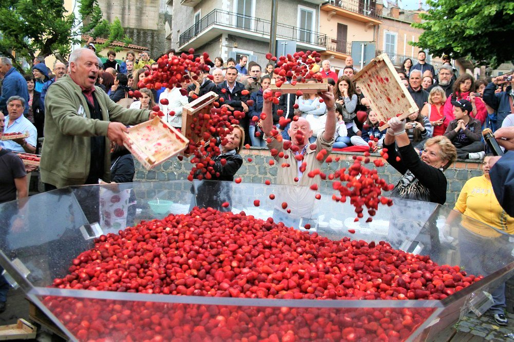 Don&#39;t miss Strawberry Festival in #Nemi  MORE INFO YOU CAN FIND HERE http://www. dovecomequandoit.com/listings/straw berry-festival-in-nemi/ &nbsp; …  #dcqitalia #lazio #CastelliRomani #italy<br>http://pic.twitter.com/Um8ym78Ldb