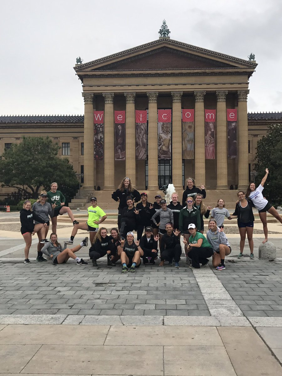 Wouldn&#39;t be a proper trip to Philly without a run up the steps! #jaxinphl #janimals #tourists <br>http://pic.twitter.com/9R2w2lAEpm