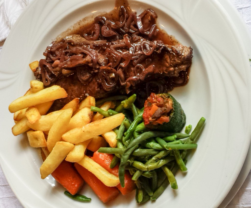 .@lifefrance :The only things missing from this piece were the hoofs &amp;horns. La Garenne in Huby St Leu near #Hesdin #HdF Food to die for mmm <br>http://pic.twitter.com/MOqOefkiRB