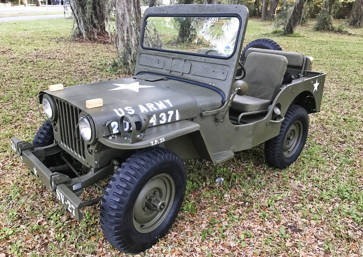 It&#39;s 1948 here on #Tbt &amp; this Sweet Willys is leading the charge! @THEJeepMafia @Thejeepboss @ReturnCheck @JeepCraze_ @JeepJewel @JeepClubUK<br>http://pic.twitter.com/PXivxdpH7B
