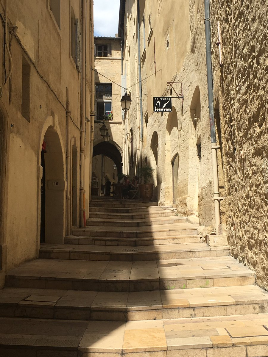 It reached a sizzling 30 ° c today in #Montpellier... Perfect weather to take photos of old centre :) @Montpellier3m #france #travel<br>http://pic.twitter.com/udV3vM5JcU