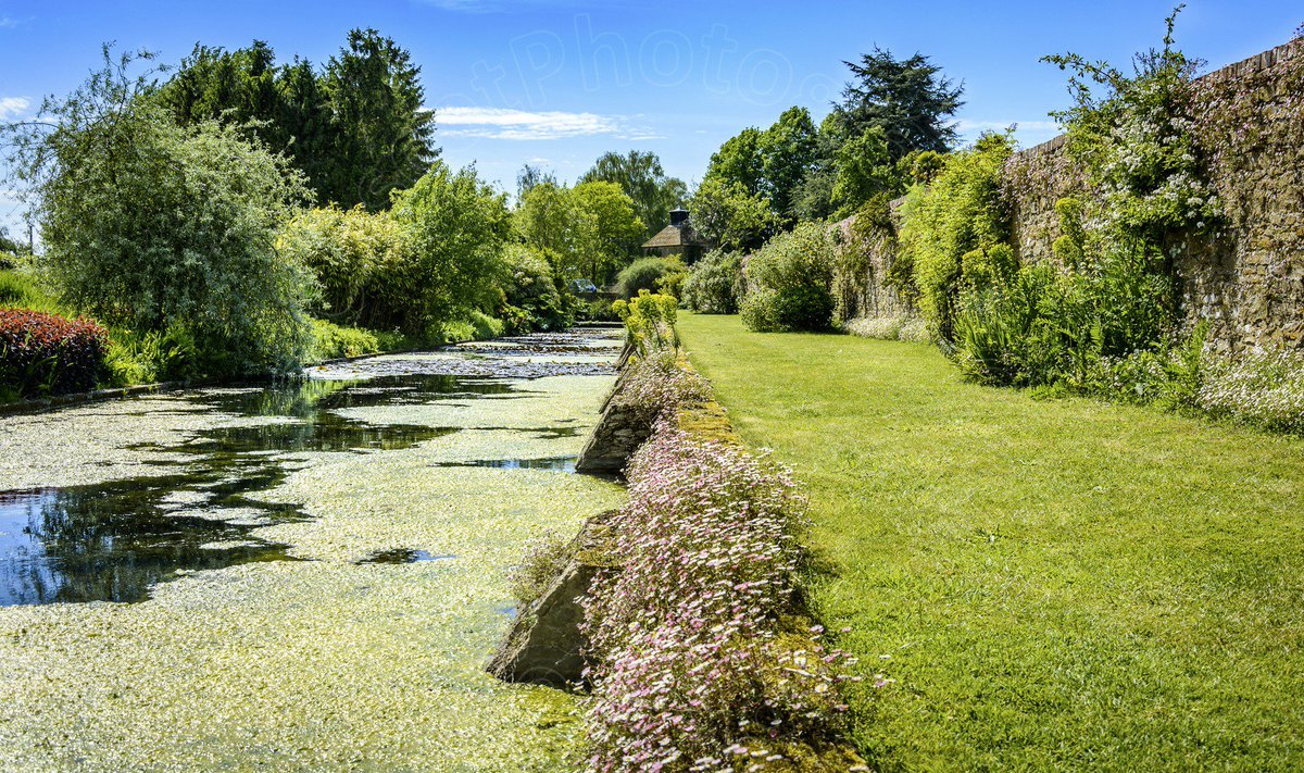 RT @CAscotPhotos Really enjoyed my first visit to the beautiful gardens of @LoseleyPark @jeannewmanglock #500pxrtg #TravelTuesday