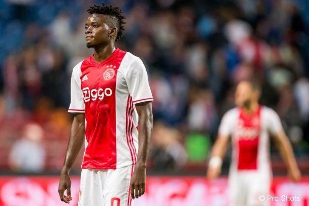 #Lyon quiere comprar a la estrella del #Ajax, perteneciente al #Chelsea, Bertrand Traoré (21).pic.twitter.com/6sngk4yRsF