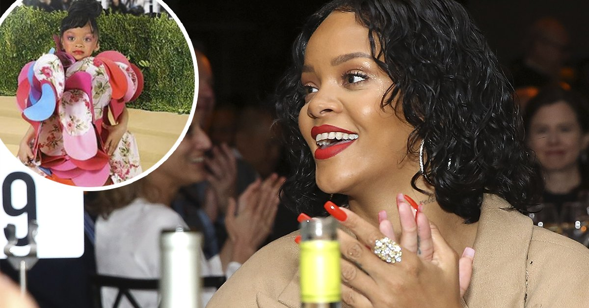 A true style icon! Watch @rihanna react to her adorable #MetGala mini-me.  http:// ahwd.tv/9lzArw  &nbsp;   <br>http://pic.twitter.com/xpS92fdKOu