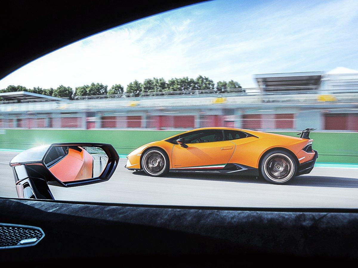 There\'s always a good reason to look around. #Lamborghini #HuracanPerformante
