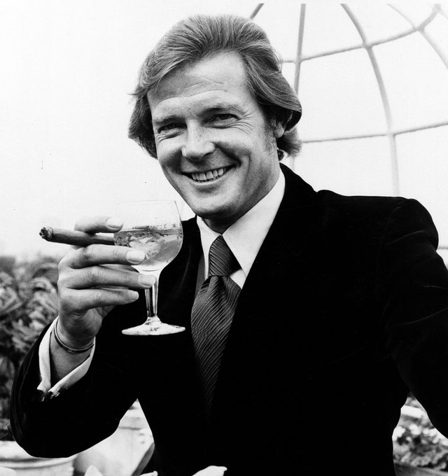 Sir Roger Moore, the suave face of James Bond, has died at age 89.  @annenbcnews reflects now on @NBCNightlyNews.