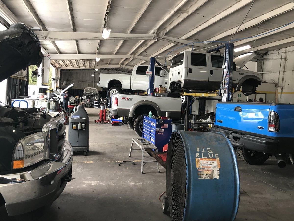 #TruckTuesday Pushing through the week and getting stuff done!! #Big3DieselRepair #Diesel #Fords #DieselTrucks<br>http://pic.twitter.com/KuqC79RnoL