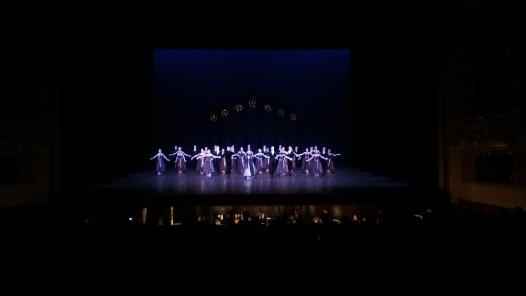Belle #Valse de #Ravel pour le saisissant ballet de 1951 de #Balanchine au #PalaisGarnier @BalletOParispic.twitter.com/87MtlkzvRW