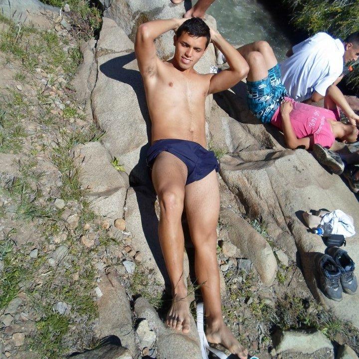 desnudo en el rio