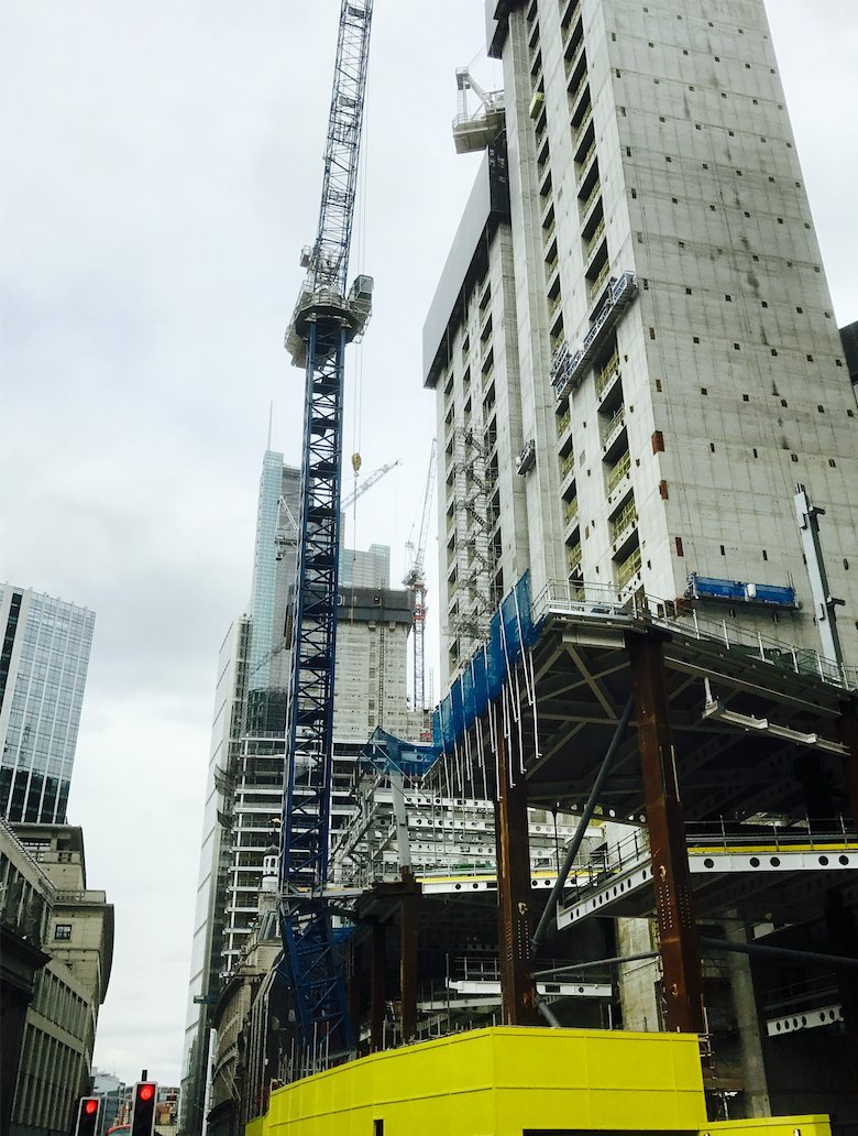 See how a wonky crane has got #Multiplex out of a tight fix on the site of London&#39;s tallest tower:   http:// buff.ly/2qKc4KA  &nbsp;   #construction<br>http://pic.twitter.com/hQAYJTutCS