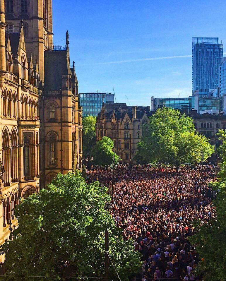 And this is how we #StandTogether #WeAreManchester ❤️MCR �� https://t.co/p5ZowjN6bC