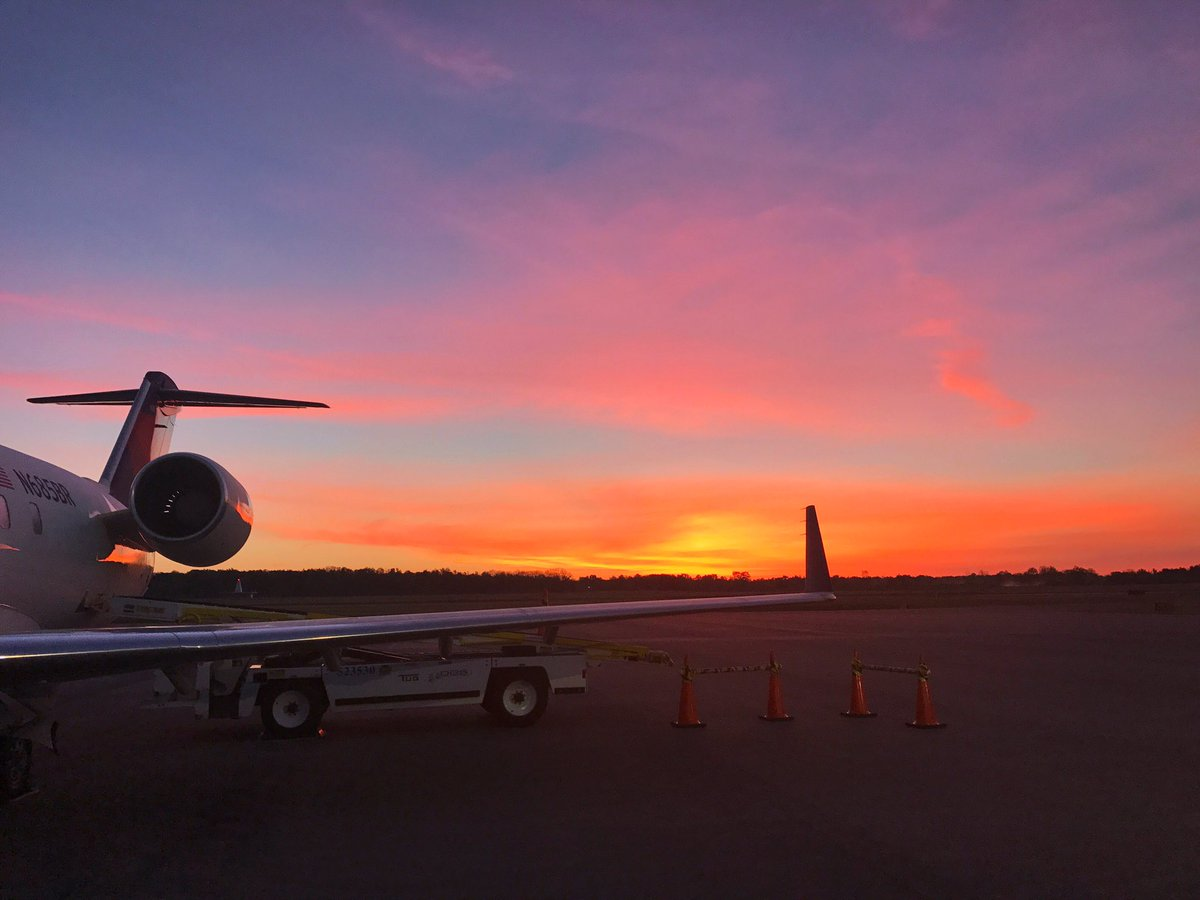 Sunrise on the tarmac this morning. Moments like these >>> ❤️