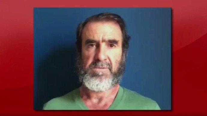 'Sofro com vocês', diz emocionado Cantona, eterno ídolo em Manchester https://t.co/BOlwyXmMx6