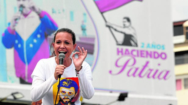 #Venezuela @MariaCorinaYA - Neither Constituent Assembly , nor regional elections our objective is #transition.<br>http://pic.twitter.com/hTbkHwPoFk