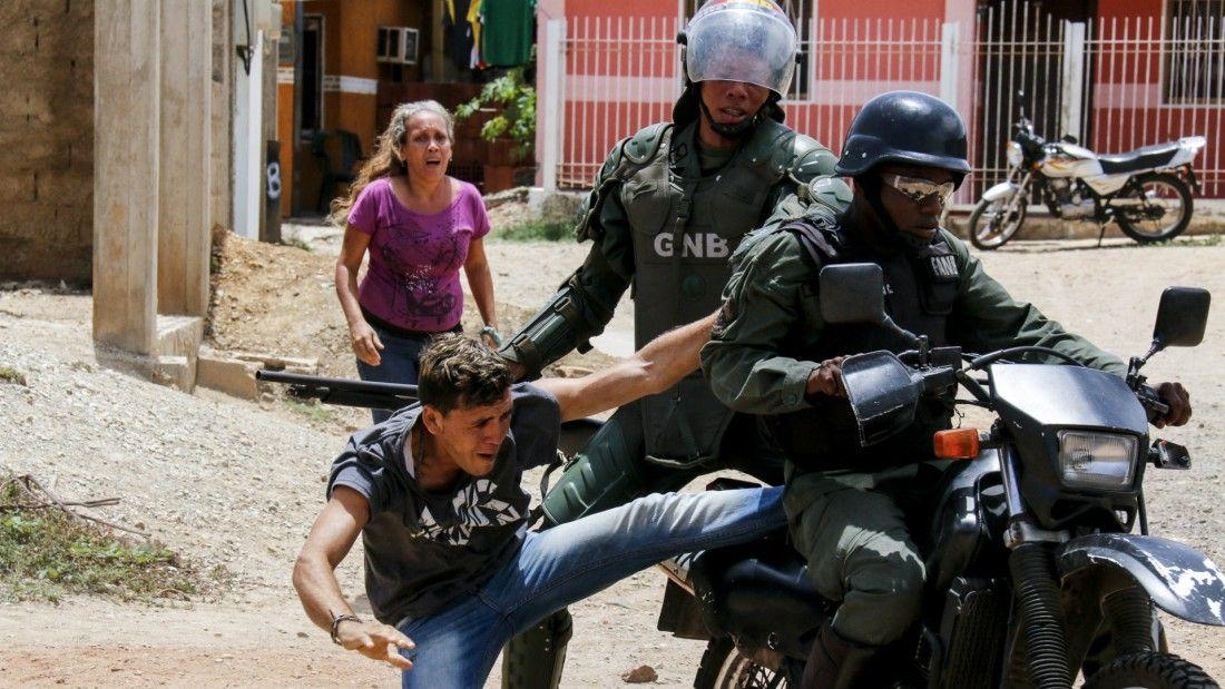 #23My Figures of anti government protests in #Venezuela since April 1st:  .2728 people arrested  .1156 still in jail <br>http://pic.twitter.com/DibiCCPRNI