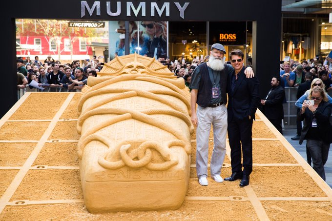 While in Australia I met the talented Jino Van Bruinessen, who made this sarcophagus completely out of sand. Incredible! #TheMummy https://t.co/AspagdJNpD