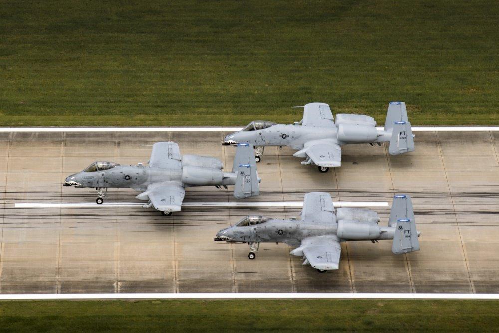 الوداع المؤجل - A-10 Thunderbolt II - صفحة 3 DAk-xxWXoAAUw_f