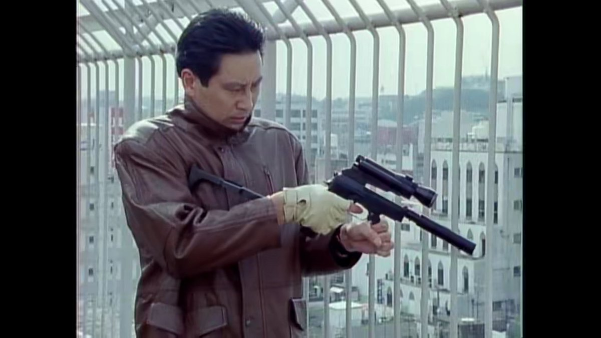 もっとあぶない刑事、6話「波乱」。タカに昔、手を撃ち抜かれた強盗犯。どこで手術をしたらそんな手にされるんだ https://t.co/gfhtsqx1oj