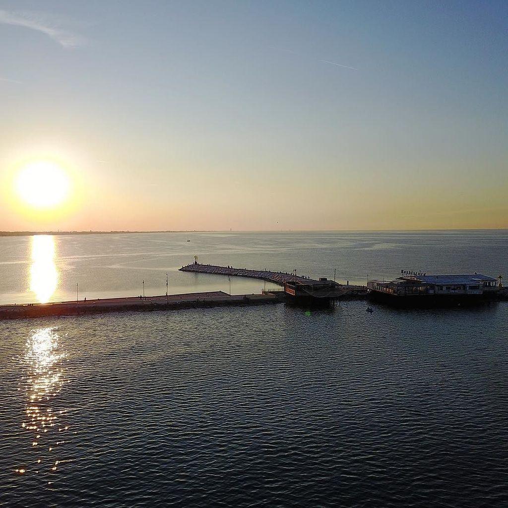 #rimini #rockisland #molo #sunset shot with #dji #mavicpro #drone #dronestagram #quadcopter #djidrone #djimavic #d…  http:// ift.tt/2qNYqWx  &nbsp;  <br>http://pic.twitter.com/3hMn0LU3yF