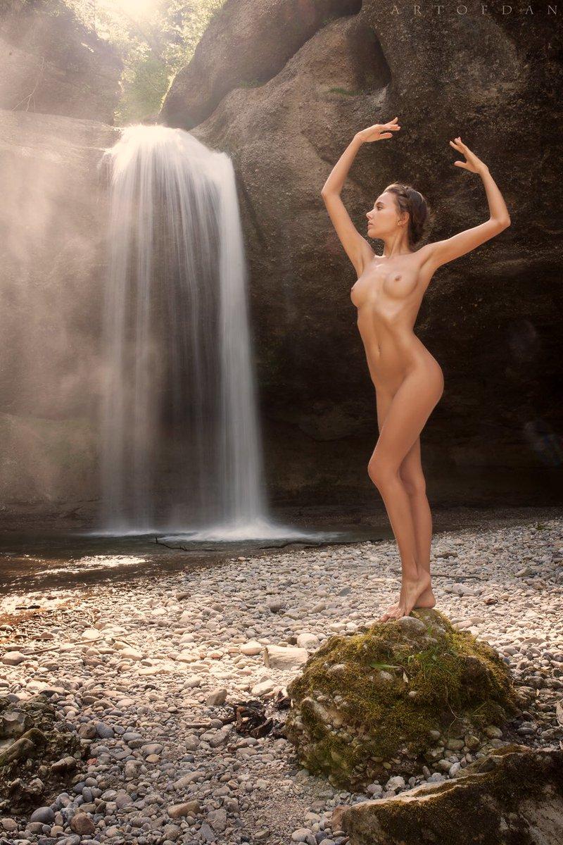 Being naked in dreams