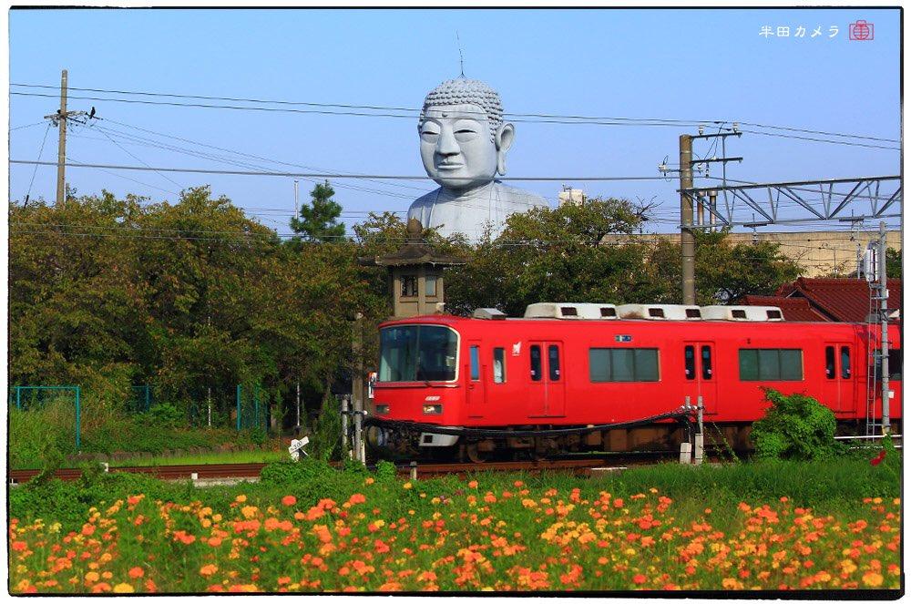 そして私が大好きな超癒し系大仏、愛知の布袋の大仏さまの、赤い電車待ちの写真がこちらです。 #珍人類白書 https://t.co/lQrDOYBjKp