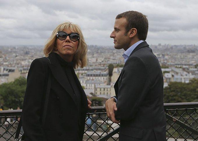 """""""Closer"""" et """"Voici"""" priés de ne pas enquêter sur la vie privée du couple Macron >> https://t.co/eKM9lfO5Di"""