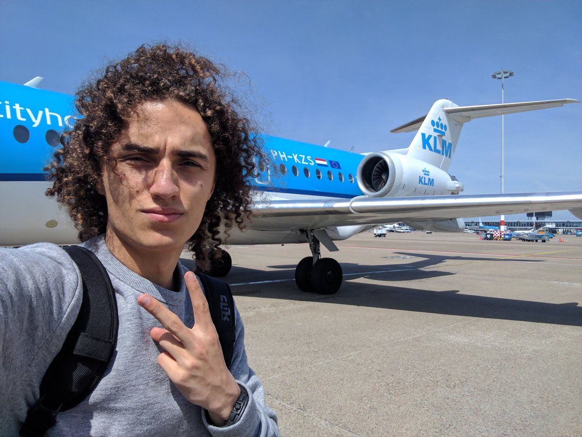 On my private jet to London. Thx for the plane @KLM #BowWowChallenge <br>http://pic.twitter.com/swcZigQfyG