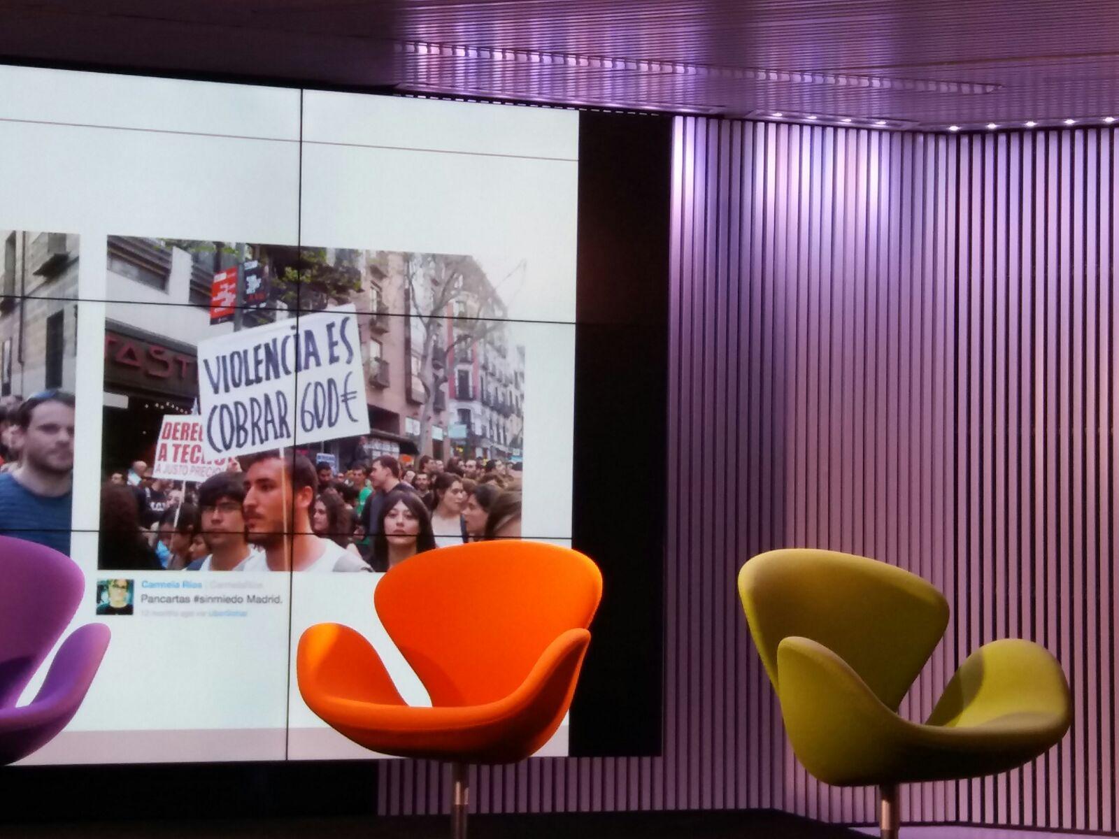@CarmelaRios hay que buscar la pequeña historia en el periodismo móvil.  #MoJoBCN en el Mobile World Centre  @anaisbernal https://t.co/8gJ6w5KN0O
