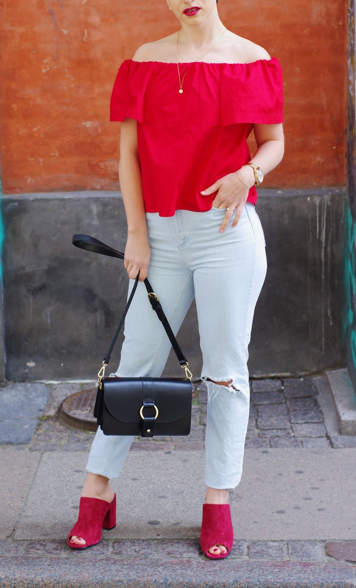 Red vibes with @Topshop from head to toe.   #topshopstyle #topshop #StyleTip #styleblogger @BloggersTribe @UKBloggers1 #RetweeetPlease <br>http://pic.twitter.com/zHvuYW4dZF