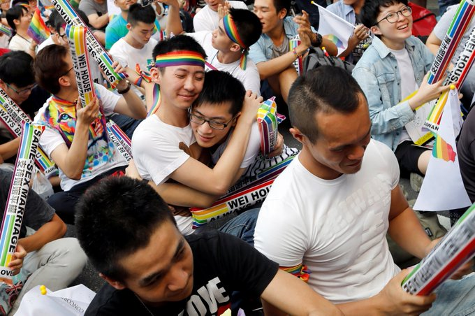 Taiwan has become the first country in Asia to rule that same-sex couples have the right to marry. 🌈
