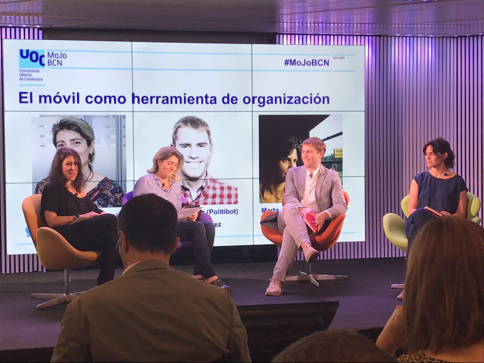 'El 📱como herramienta de organización en #periodismo' comienza la mesa redonda con @kpeiro, @eduardosuarez y @martarias en #MoJoBCN https://t.co/lcNSPGRObM