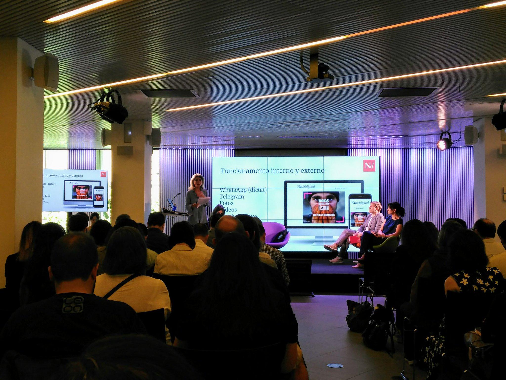 Explica @kpeiro a #MoJoBCN que el 70% del trànsit de Nació digital és mòbil https://t.co/H0pq45gaok
