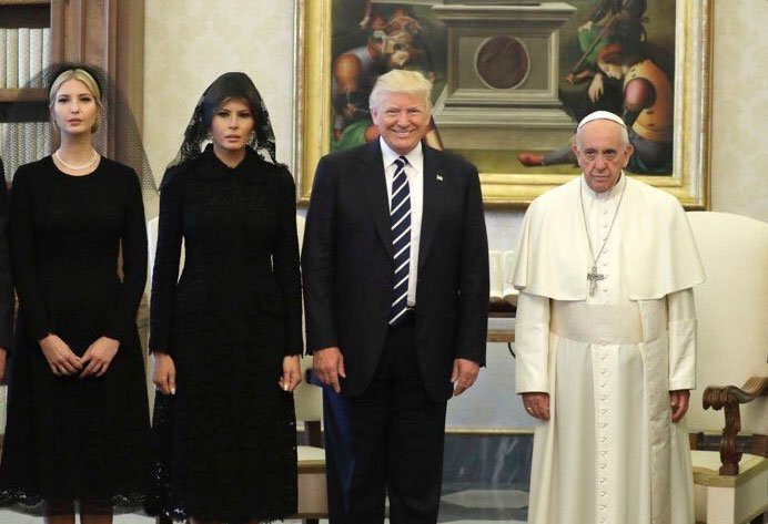 THE LOOK ON POPE FRANCIS'S FACE AS HE MEETS DONALD TRUMP IS PRICELESS- NOBODY LIKES TRUMP!!!