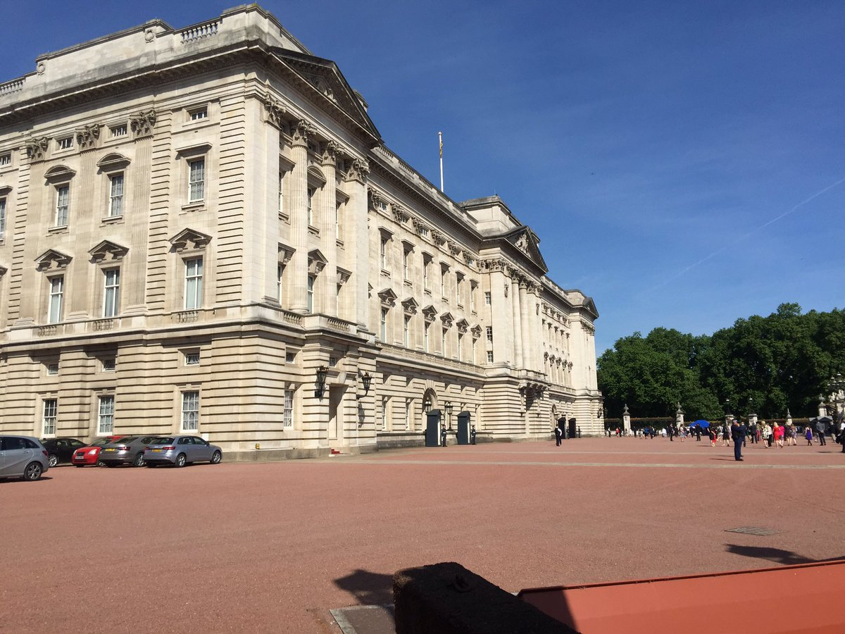 Good Morning from London it a lovely morning at Buckingham Palace today is #investiture Day <br>http://pic.twitter.com/PuLMSkBcW8