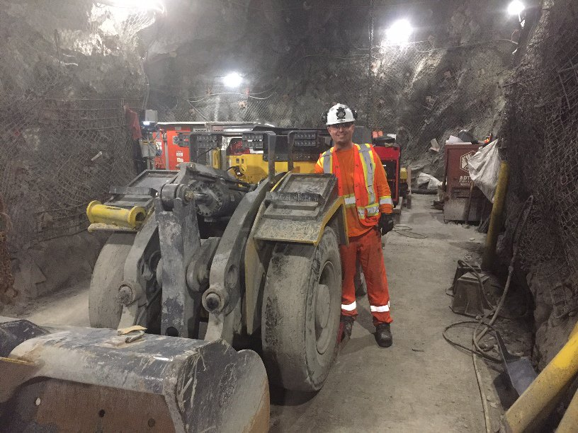 EXCL: Are battery #electric #vehicles the beginning of the end for #diesel #underground?  http:// bit.ly/2qUSGef  &nbsp;   #mining #futureofmining<br>http://pic.twitter.com/e89yVUvaKD