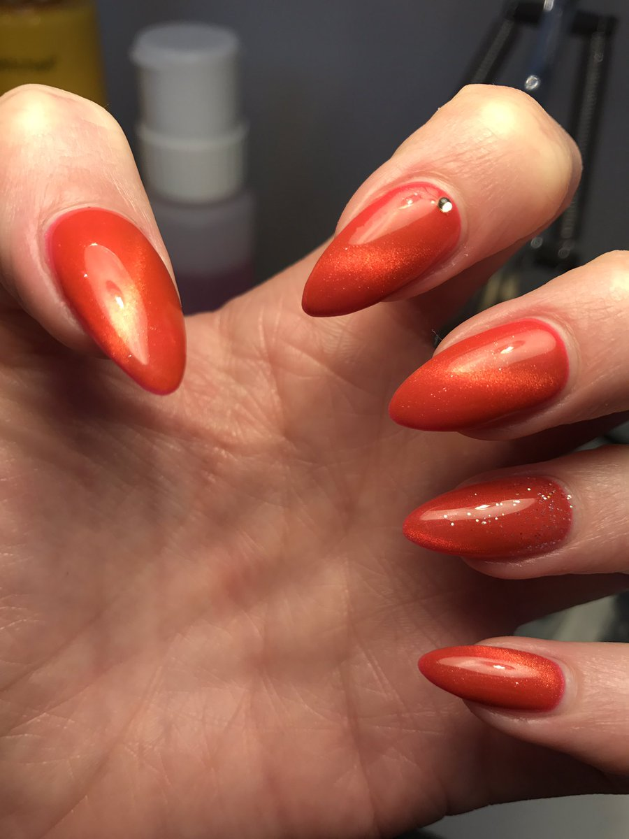 Another beautiful set of stiletto nails for @Kimbles04 using @heavenskincare new @heavengelnails #C7 #catseyes #gel #freshnails #glossy <br>http://pic.twitter.com/Hhs3ii0AKm