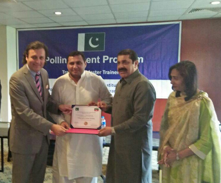 Receving training certificate from #PTI #leadership #waleed #iqbal and #malik #zaheer #khokhar<br>http://pic.twitter.com/tkKfNDNTGv
