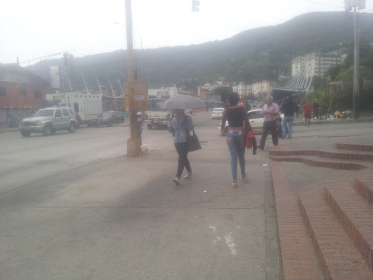 7.24 am GN cierran av 2 con calle 26 #Merida #Venezuela @feyalegria1059<br>http://pic.twitter.com/hK3JB4kmRc