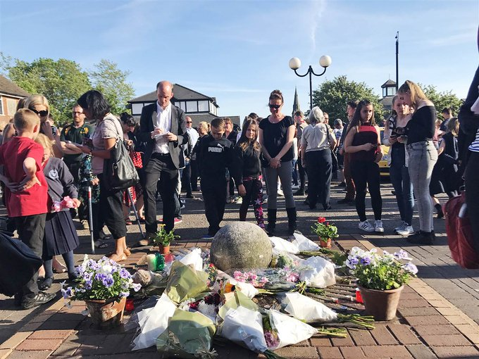 English village says goodbye to girls, 8 and 18, killed in the #ManchesterAttack: https://t.co/hVKiBSjDMD