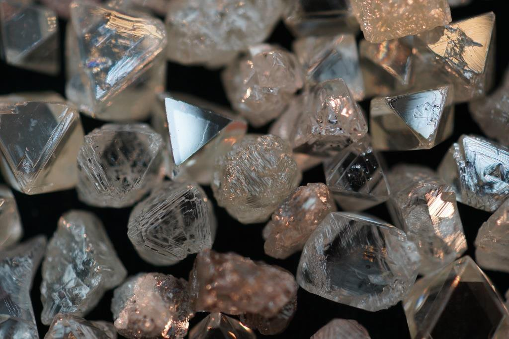 ALROSA will participate in the development of a new diamond deposit in Angola goo.gl/Flvm9J