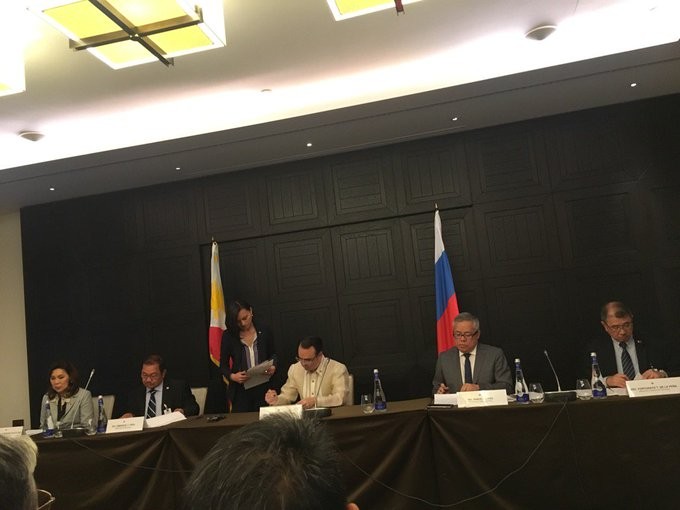 Duterte cabinet secretaries sign respective agreements with Russian gov't. | via @Joseph_Morong https://t.co/hHEHFvRDzi