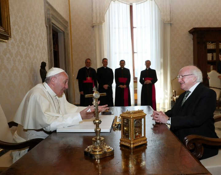 Same week, same pope, same room, same desk but different presidents &amp; a wholly different demeanour #Trump #MichaelD #PopeFrancis<br>http://pic.twitter.com/tOo7gF0ya3