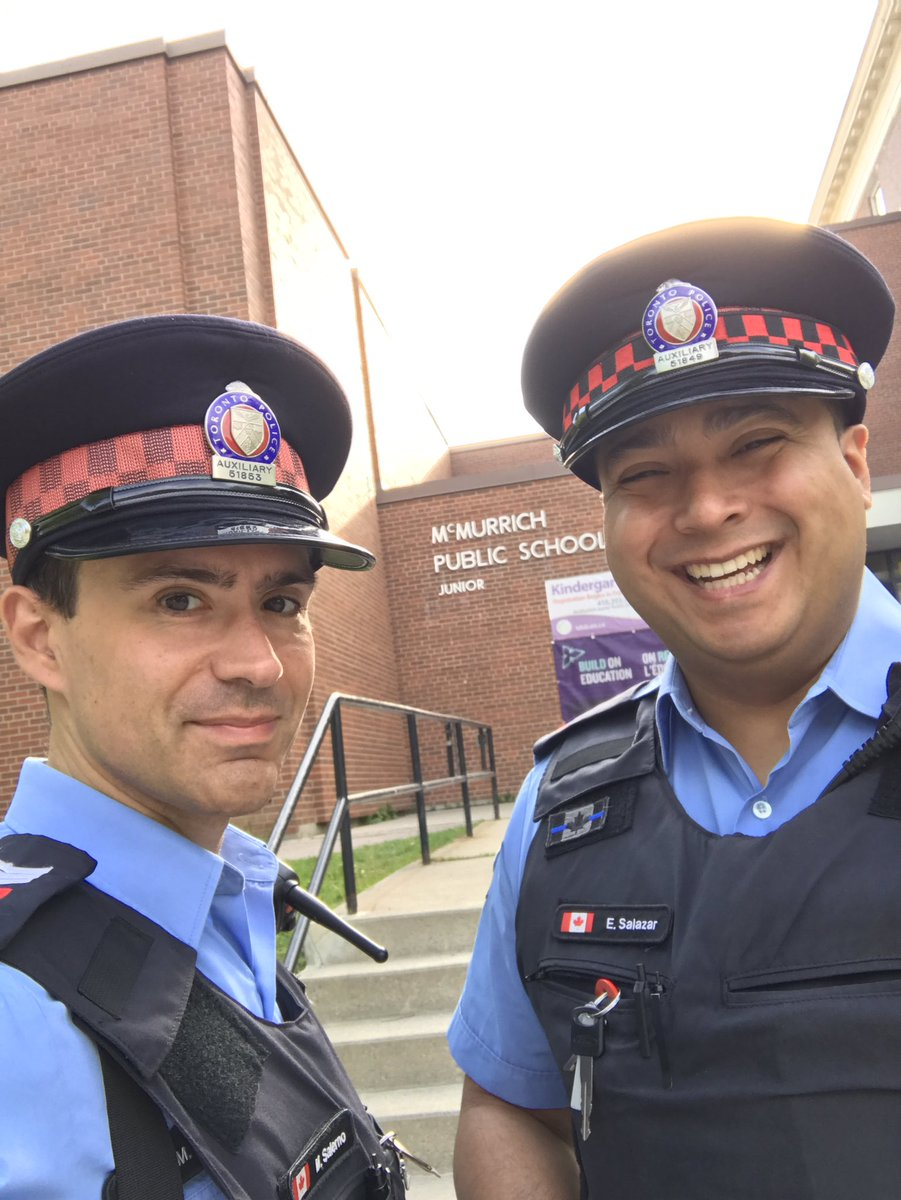 Out at @tdsb McMurrich #school for #pedestrian and #traffic safety. Always obey your #crossingguard and park properly in our school zones.<br>http://pic.twitter.com/Q0b7l0eA1u &ndash; à McMurrich Public School