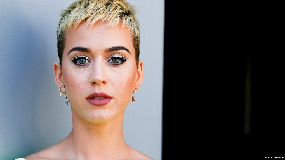 #Katy Perry wants to end her #feud with Taylor #Swift  http:// bbc.in/2qP8vCC  &nbsp;  <br>http://pic.twitter.com/mtXdneckU0